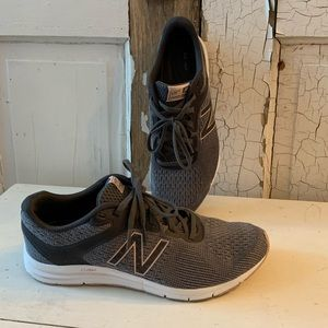 New Balance gray athletic shoes Size 9.5